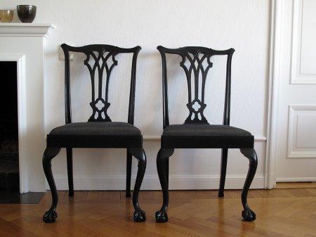 ett-par-svarta-stolar